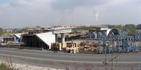 Nový most přes Místeckou ulici