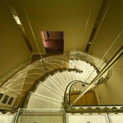 Vlnité schodiště v zahradním domu
