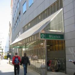 Vstup do metra z paláce ČKD